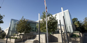 Exterior view of the Silver Lake Library