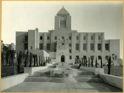 West (Flower Street) facade of library in 1926. Photograph courtesy of the Ella Strong Dennison Library, Scripps College.
